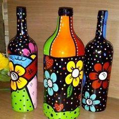 artesã empreendedora de sucesso faz artesanato co Un sueño m material reciclado Painted Glass Bottles, Glass Bottle Crafts, Lighted Wine Bottles, Decorated Bottles, Wine Bottle Design, Wine Bottle Art, Diy Bottle, Bottle Drawing, Bottle Painting