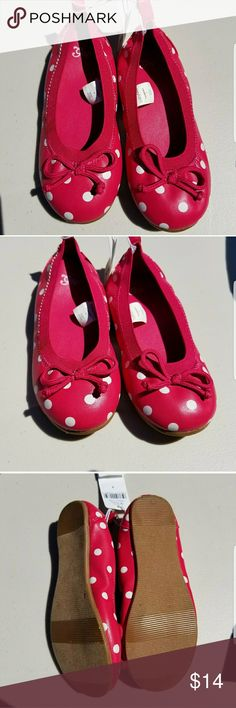 Babygap pink and white polka dot flats size 8 Girls shoe size 8 Babygap brand new with tags Hot pink and polka dots READY to ship today with tracking Information provided. #hotpink #gapkids #gap #polkadots #flats #shoes #shoesize8 #size8 babygap Shoes Dress Shoes