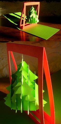 Carte en kirigami de type pop-up avec un sapin de Noël fixé par un fil de laiton sur une sorte d'arche. Fermée, elle mesure 14 x 15 cm et l'arche fait environ 13 cm de haut. #