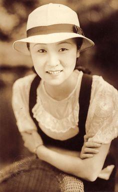 Kinuyo Tanaka 1909-1977 田中絹代:祖母の遺品のブロマイドより Kenji Mizoguchi, Japanese Film, Vintage Beauty, Movie Stars, Actors & Actresses, My Girl, Paint, Times, Portrait