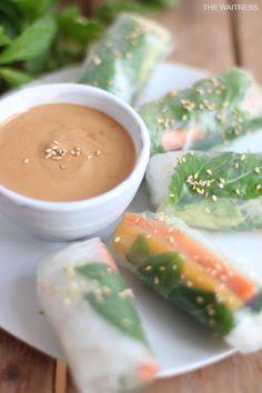 Das Schönste am Sommer sind Sommerrollen! Köstliche Zutaten versteckt in Reispapier und dazu ein köstlicher Erdnussdip - da bleiben keine Wünsche offen!