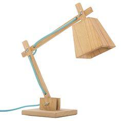 Ilumina tu hogar con esta lámpara de mesa diseñada en madera. Regulable - Cable Textil - Conexión 220v Largo: 35 CmAlto: 50 CmAncho: 15 Cm