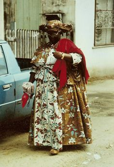 Eén van de Surinaamse klederdrachten :) Afro Art, Folklore, Photo Book, South America, Portie, Art Projects, The Past, Caribbean, Queens