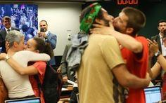 Artistas promovem 'beijaço' durante debate na Câmara sobre a recriação do MinC