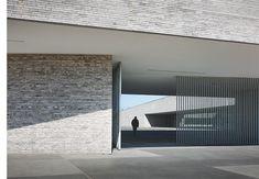 http://www.zigzag-architecture.com/gal-raquet.htm