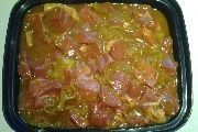 DIE OU MANIER VAN KERRIE MARINADE VIR SOSATIES!  BENODIG:  8 Uie sny in ringe 2 eetlepels Kerriepoeier 1 e Borrie 4 eetlepels Suiker 2 eetlepels Maziena 2 koppies Asyn 2 koppies Water 1 koppie Blatjang 1 koppie Appelkooskonfyt   ... Braai Recipes, Lamb Recipes, Curry Recipes, Meat Recipes, Chicken Recipes, Cooking Recipes, Chicken Marinades, South African Dishes, South African Recipes
