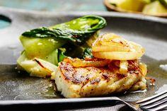 Pannetstekt torsk med pak choy - REMA 1000 Pak Choy, Salmon Burgers, Nom Nom, Asia, Meat, Chicken, Ethnic Recipes, Food, Essen