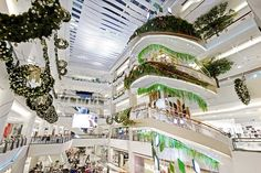 รีโนเวต บันไดวนเก่าในศูนย์การค้า เซ็นทรัลพลาซา บางนา ให้กลายเป็น Installation Art ที่เป็นจุดนัดพบแห่งใหม่ใจกลางศูนย์การค้าแห่งนี้ Shopping Mall, Tree Of Life, Mansions, House Styles, Design, Home Decor, Shopping Center, Decoration Home, Manor Houses