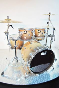 DW Collectors Maple - Black To Tan Fade Lacquer Speciality Drums Pictures, Drums Wallpaper, Acoustic Drum, Gretsch Drums, Music Machine, How To Play Drums, Drum Kits, Custom Guitars, Clarinet