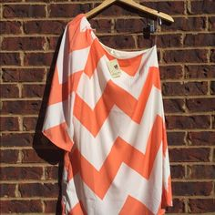 🌼beautiful chevron dress 🌼 Beautiful spring chevron dress, size L, has asymmetrical neckline with one flowing 3/4 length sleeve 💐 still has tags!! Price firm! Dresses One Shoulder