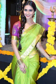 Vaani Kapoor Saree Photos At Aaha Kalyanam Movie Audio Launch South Indian Sarees, Indian Silk Sarees, South Indian Bride, Indian Beauty Saree, Indian Bollywood, Bollywood Actress, Bollywood Wedding, Pakistani, Indian Dresses