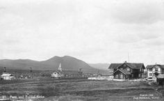 Krokhaug i Folldal 1920. Folldal kirke og Klokkerhauggården. foto: Normann