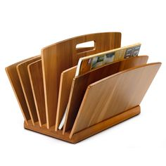 Lenga Wood Newspaper Stand from eco-friendly, household goods manufacturer Manufactum has six compartments to hold your favorite magazines and newspapers. Wooden Book Stand, Wooden Books, Wooden Art, Wooden Magazine Rack, Magazine Table, Magazine Stand, Folder Diy, Newspaper Stand, Book Racks