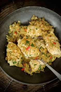 Ingredients: 1 pound plaice fish (or sole/haddock) 1 medium onion 1/2 chili pepper 1 garlic clove 1/2 chicken bouillon cube 3 sprigs flat-leaf parsley 1 tbsp curry masala 1/2 lemon 3 tbsp water 1 tbsp oil 1 tbsp butter salt