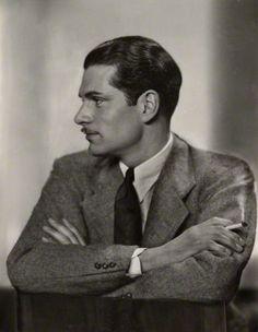 Laurence Olivier, c. 1930. Photo: Dorothy Wilding (vintage bromide proof print). National Portrait Gallery, London.