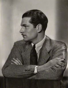 Laurence Olivier, c. 1930. Photo: Dorothy Wilding (vintage bromide proof print). National Portrait Gallery, London.