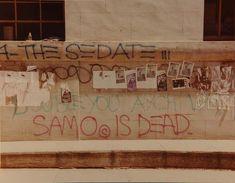 """Nas últimas intervenções nas paredes da cidade, Basquiat decretou: """"SAMO is dead"""", que foi quando a sua parceria com Al Díaz terminou ."""