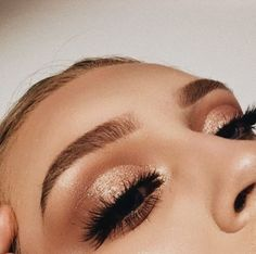 Holiday Eye Make Up - Prom Makeup Looks Sparkle Eye Makeup, Eye Makeup Tips, Glitter Eyeshadow, Skin Makeup, Makeup Ideas, Makeup Inspo, Makeup Eyebrows, Makeup Brushes, Makeup Hacks
