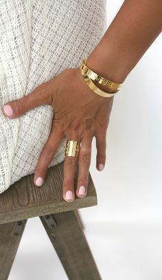 Shellac Pedicure, Gel Nail, Bling Nails, Bling Bling, Name Rings, Best Nail Polish, Gold Band Ring, Personalized Bracelets, Engraved Rings