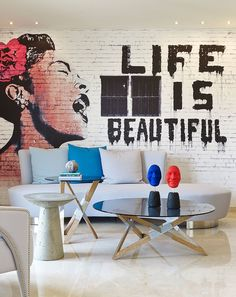 #Inspirations #Design #Home Cet appartement éclectique et créative est situé à Beyrouth au Liban. Il a été récemment rénové par Vick Vanlian Architecture and Design.