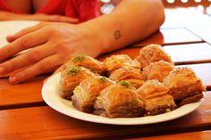 Dolce turco - baclavà di miele, noci e pistacchio, mangiato in Romania