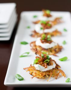 Potato Latkes with Barbecue Pulled Pork Potato Pancakes with Shredded Barbecue Pork are a trifecta of flavors: Crispy shredded potatoes, scallion sour cream, and shredded barbecue pork. The ultimate appetizer recipe. Creamed Potatoes, Shredded Potatoes, Pork Recipes, Cooking Recipes, Cooking 101, Barbecue Pulled Pork, Potato Pancakes, Potato Latkes, Appetisers