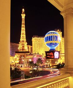 The 14 Reasons We LOVE Las Vegas # Comme Ça Chilled Oysters, steak frites, and a view of the Eiffel Tower? No you didn't transport to Paris, but Comme Ça is definitely the closest you'll get to a French ce Las Vegas Images, Places To Travel, Places To Go, Vacation Places, Best Weekend Trips, Las Vegas Vacation, Las Vegas Nevada, Vegas 2, Vegas Strip