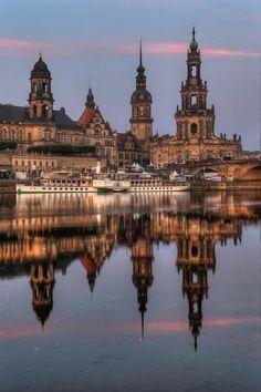 As torres de Dresden - Alemanha (via Doe um Livro - Twitter)