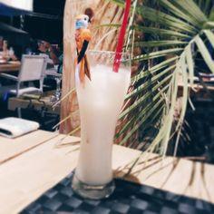 Tchin les copains ! Ce WE on prolonge un peu l'été et les vacances ! Pina colada sur la plage  ! Perfect  #pampelonne #ramatuelle #sainttropez #igersvar #igersfrance #pinacolada #apero #off #aperotime #plage #France #happytime #frenchblogger #latoisondor #onnestpasquedesmamans #picoftheday #food
