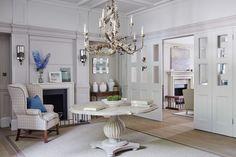 Sims Hilditch   Entrance Inspiration. Interior design. Centre table Ideas. #interiordesign #homedecor #entrance Read more: https://www.brabbu.com/en/inspiration-and-ideas/