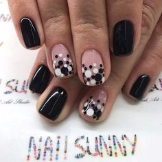 False nails have the advantage of offering a manicure worthy of the most advanced backstage and to hold longer than a simple nail polish. The problem is how to remove them without damaging your nails. Dot Nail Art, Polka Dot Nails, Polka Dots, Simple Nail Designs, Nail Art Designs, Nails Design, Love Nails, Fun Nails, Elegant Nails