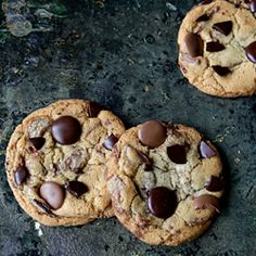 10 tips to make better chocolate chip cookies using your favorite recipe, plus my favorite recipe for thick & chewy chocolate chip cookies