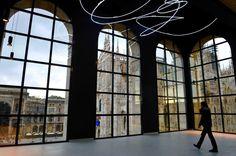 """MILANO DESIGN - Museo 900 Sala Fontana DESIGN WEEK END MILANO - """"OPERA DI LUCE"""" DI LUCIO FONTANA Giovedi e Sabato aperto fino alle 22.30  Realizzazione al neon e installazione by CLOD"""