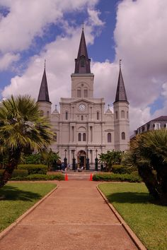 Another new board! I love architecture and this first pin is the St. Louis Cathedral, New Orleans, Louisiana