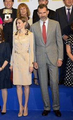 (L-R) Queen Letizia of Spain and King Felipe of Spain pose for a group picture during the 'Rey de Espana' and 'Don Quijote' Journalism Awards Ceremony at Matadero de Madrid on May 7, 2015 in Madrid, Spain.