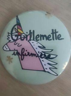 Badge en mode licorne arc-en-ciel