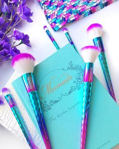 Mermaid love The GWA Mermaid Mythical Collection makeup brushes giving us all the cuteness! Best Makeup Remover, Best Makeup Brushes, Best Makeup Products, Nail Brushes, Makeup Guide, Makeup Blog, Makeup Tricks, Makeup Brush Cleaner, Makeup Brush Set