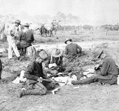 Rough Riders filling belts with cartridges for Krag rifles The Spanish American War, American History, Military Photos, Military History, Cuba, Boxer Rebellion, Photo Exhibit, World Conflicts, Age Of Empires