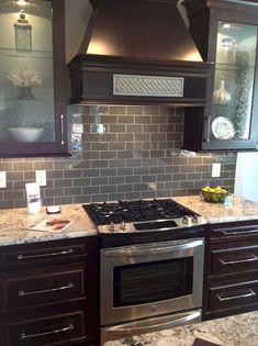 awesome 57 Gorgeous Kitchen Backsplash Décor Ideas With Dark Cabinets  https://decoralink.com/2018/02/13/57-gorgeous-kitchen-backsplash-decor-ideas-dark-cabinets/