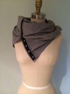 I need to learn to sew just to make this scarf! Diy Sewing Projects, Sewing Ideas, Diy Fashion, Fashion Outfits, Lululemon Vinyasa Scarf, Diy Scarf, Clothing Hacks, Sewing Accessories, Couture