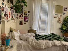 Indie Room Decor, Cute Room Decor, Aesthetic Room Decor, Room Design Bedroom, Room Ideas Bedroom, Bedroom Decor, Bedroom Inspo, Cozy Room, Dream Rooms