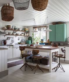 Whether or not you're into the whole shabby chic approach , this sweet Scandinavian country kit...