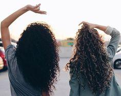 Crespo divino e cachos dos sonhos  (tem vídeo novo com minha participação no canal da @farkile VAI LÁ VER!) #divasdasté #todecacho Afro Hairstyles, Pretty Hairstyles, Long Textured Hair, Tumblr Bff, People's Friend, Hair Flip, Young And Beautiful, Long Curly, Curly Girl