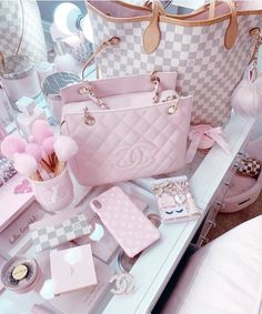 Makeup Room Decor, Accessoires Iphone, Princess Aesthetic, Pink Wallpaper Iphone, Pink Room, Everything Pink, Pink Princess, Cute Bags, Pink Fashion