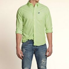 Hollister Green Solid shirt Men's Shirt is really nice. Wore it like twice so is like brand new. XL but fits like a large Hollister Shirts Casual Button Down Shirts