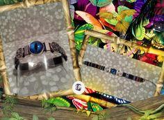 Pulsera en cordón plano motivo étnico varios colores con chams motivo celta y entrepieza plateadas zinc y ojo dragón en color azul (18 cm aprox)