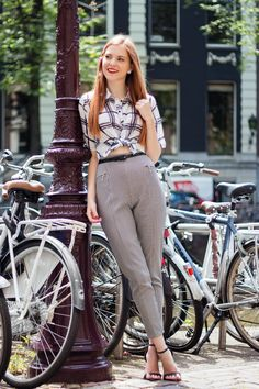 Outfit | Knotted Blouse & Houndstooth Pants - Retro Sonja | Vintage Fashion Blog - www.retrosonja.com