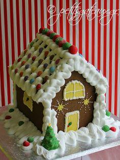Gingerbread Christmas house! Cupcakes, Gingerbread Houses, Christmas, Yule, Cupcake, Navidad, Xmas, Christmas Music, Natal