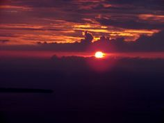The famous Santorini Sunset by veesees, via Flickr Highlights an article about seldom asked questions at Web Teacher