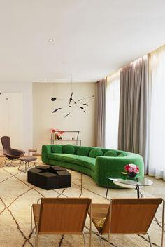 """O StudioMackereth sediado em Londres foi fundado porSally Mackereth e é formado por uma equipe de arquitetos e designers especializados em projetos comerciais e residenciais de alta qualidade. Recentemente, foi designado para decorar uma galeria de arte e um edifício de apartamentos novos, em frente ao Hotel The Connaught, na prestigiada área de Mayfair, Londres.… Leia mais Studio Mackereth apresenta """"The Mellier"""""""